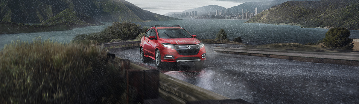 2019 Honda HR-V driving in rain