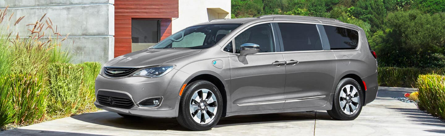 2019 Chrysler Pacifica Hybrid in Bloomington, near Bedford, IN