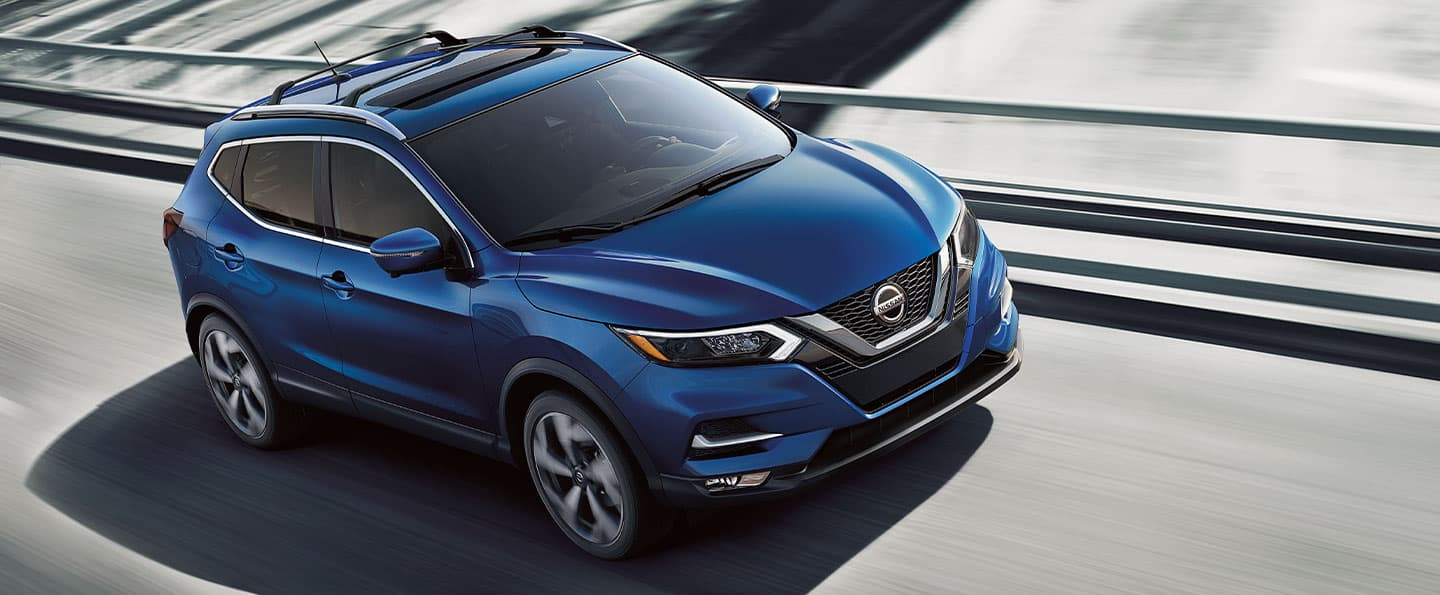 2020 Nissan Rogue Sport in Blue in the snow
