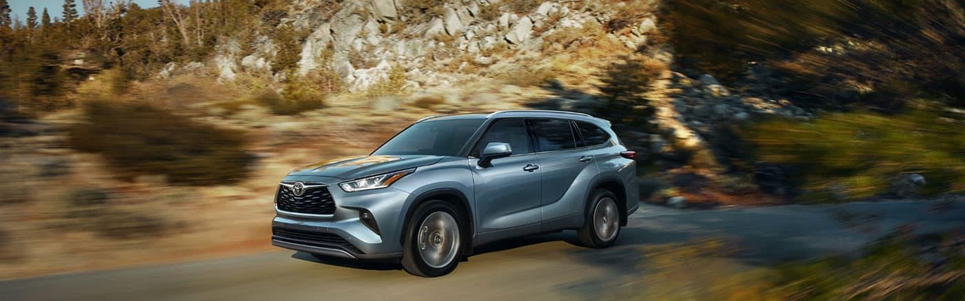2020 Toyota Highlander Driving Through mountains