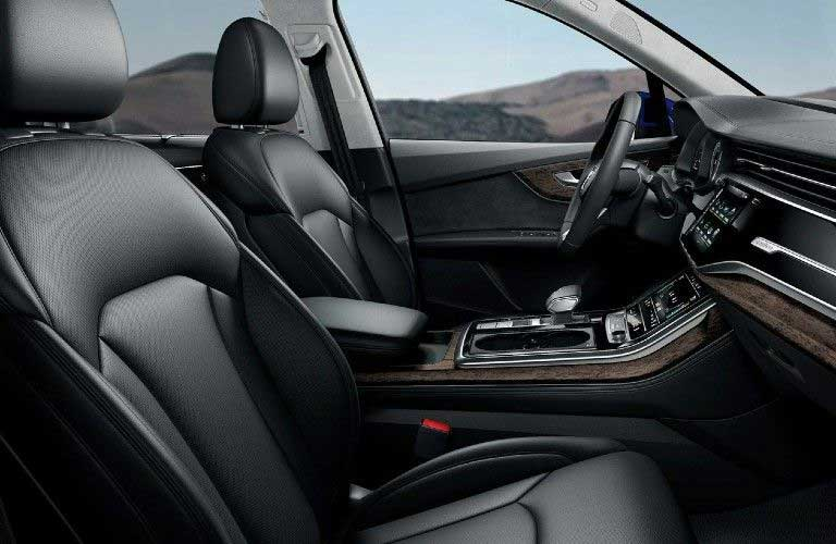Front seats in the 2021 Audi Q7