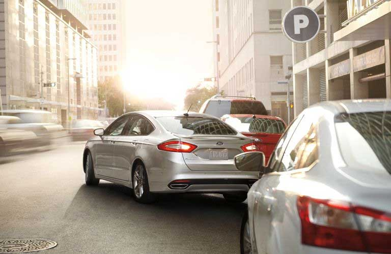 2016 Ford Fusion pulling out between a line of cars into traffic