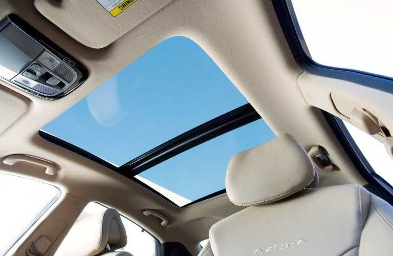 Sunroof in the 2017 Hyundai Azera