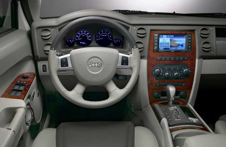 Steering wheel inside the 2008 Jeep Commander