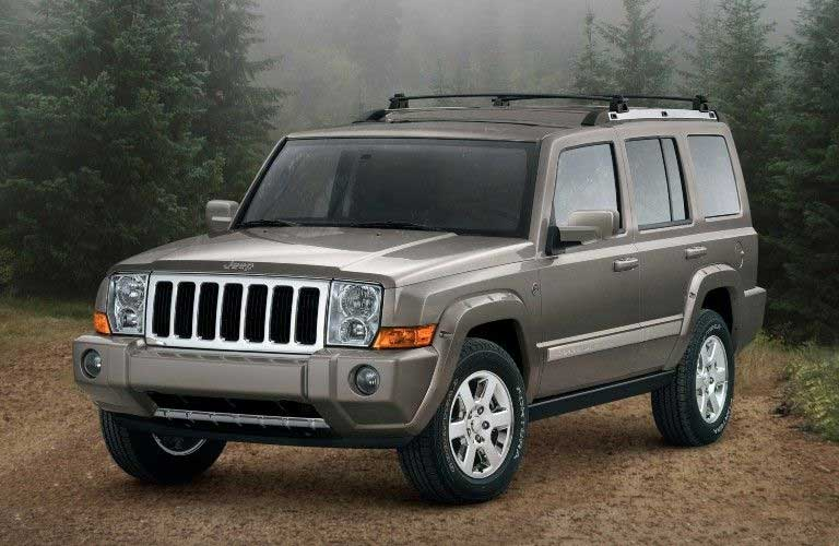 Front driver angle of a grey 2009 Jeep Commander