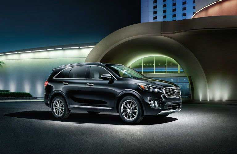 Side quarter profile of the 2017 Kia Sorento in front a a building at night