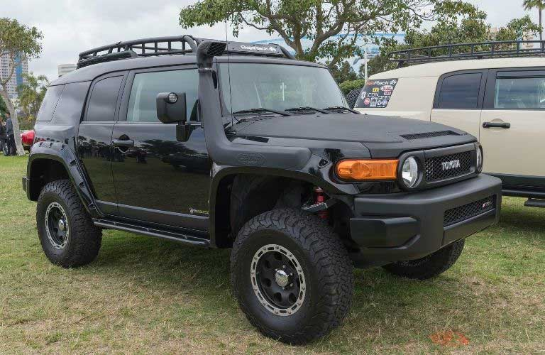 Toyota FJ Cruiser front and side profile