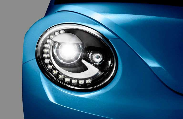 Close up of the round headlights on the 2017 Volkswagen Beetle