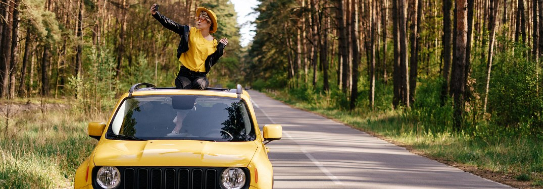 What's the Difference Between a Sunroof and a Moonroof?