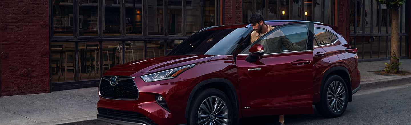 Experience the 2021 Toyota Highlander Hybrid At Our Paducah, KY, Car Dealer