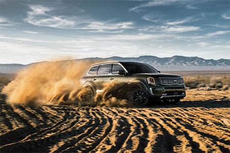 2020 Kia Telluride driving in desert