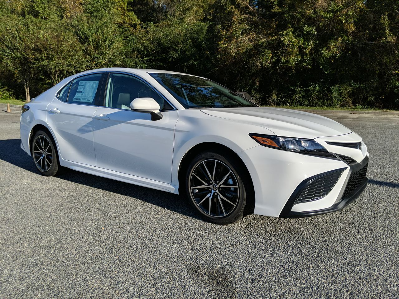 New 2021 Toyota CAMRY SE FWD