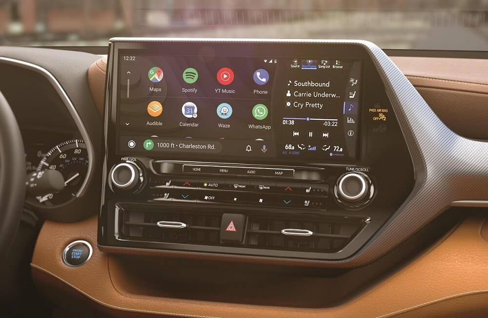 2021 Toyota Highlander Interior with Technology