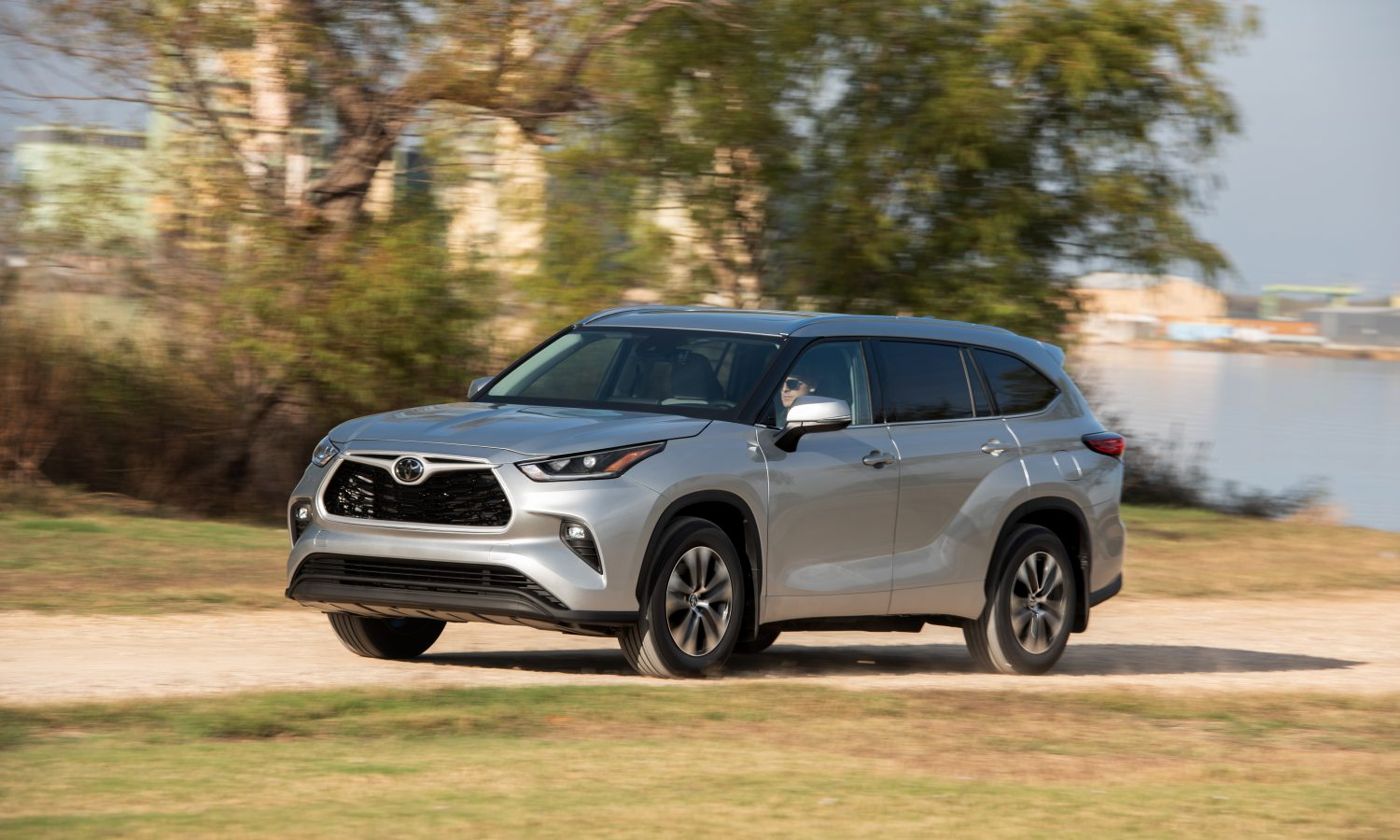 A 2021 Toyota Highlander cruising the in style.