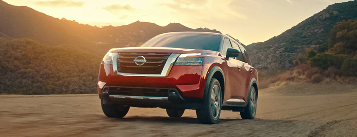 2022 Nissan Pathfinder Red Front Grille View