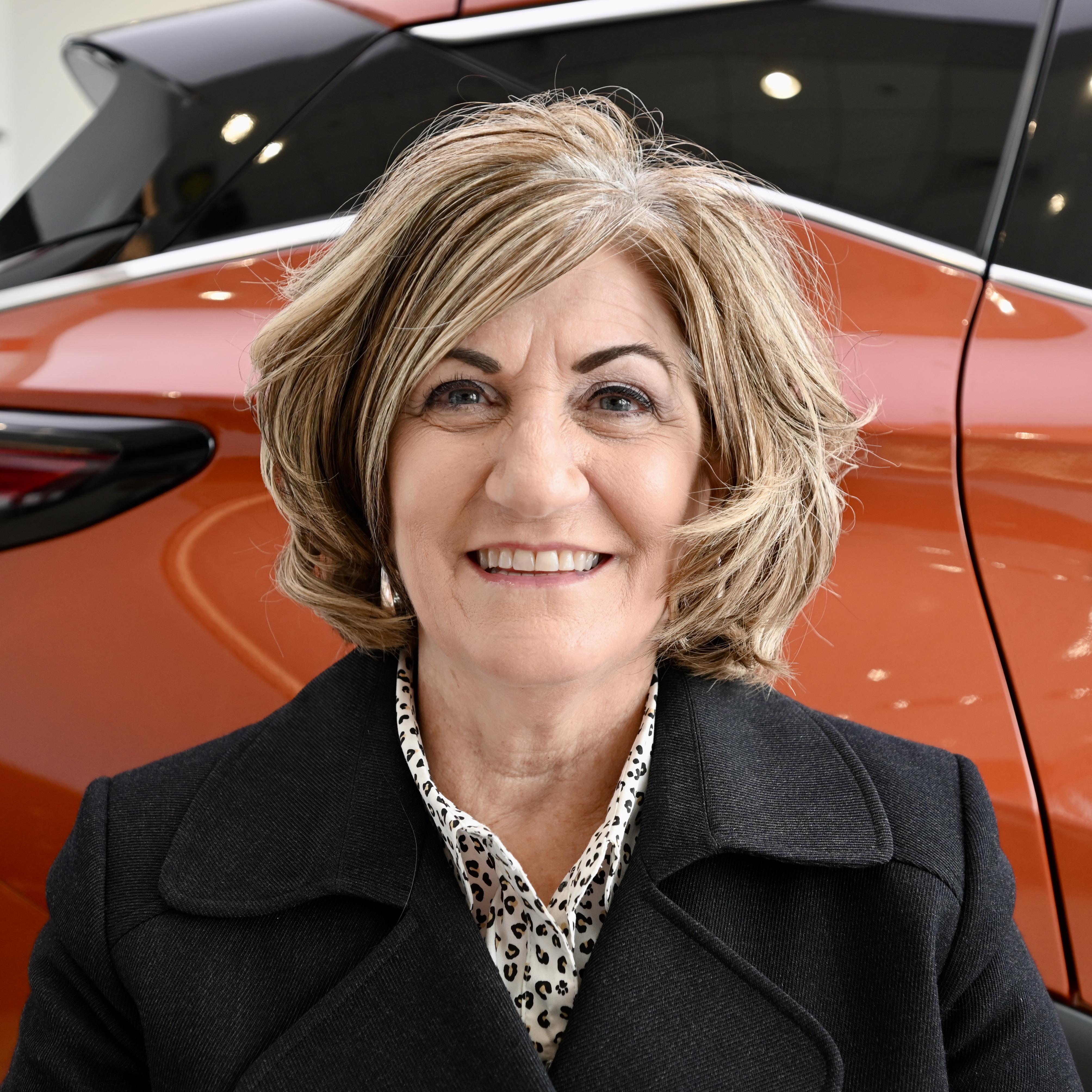 Elaine Bennett Bio Image