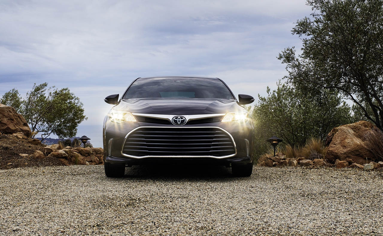2018 toyota avalon exterior front light