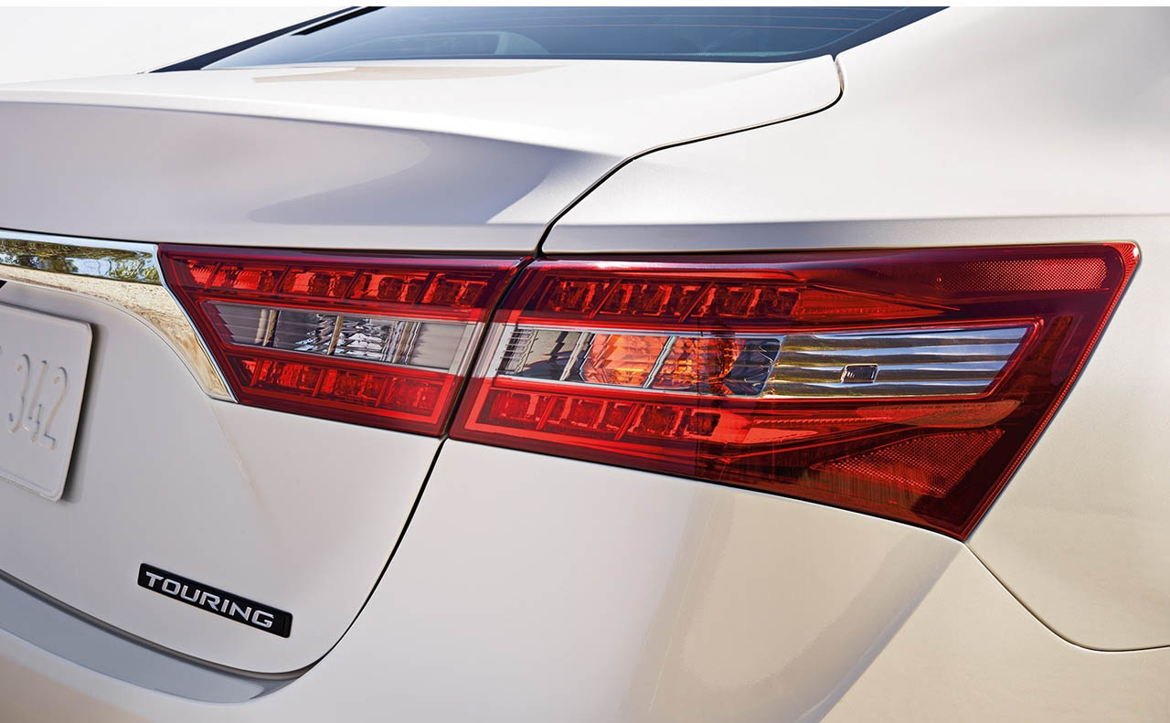 2018 toyota avalon exterior tail light